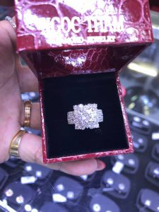 Vỏ nhẫn Nữ vàng 750, full kim cương thiên nhiên, hột chủ 7,2li