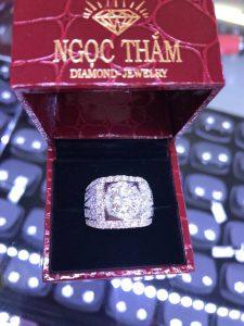 Vỏ nhẫn Nam Full kim cương thiên nhiên vàng 750 , hột chủ 7.2 li nước F vvs1