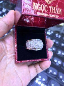Vỏ nhẫn Nam xoàn thiên nhiên vàng 750 , hột chủ 5 4 li vvs1 nước E hai giấy giám định