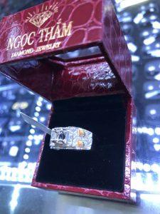 Vỏ nhẫn nam kim cương tấm thiên nhiên vàng ngoài 750 , hột chủ nhận từ 5.0li -6.3li
