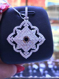 Mặt dây chuyền hình vuông Full kim cương thiên nhiên ,ổ chủ nhận từ 4.5-5.4 li-Ms 7m849819
